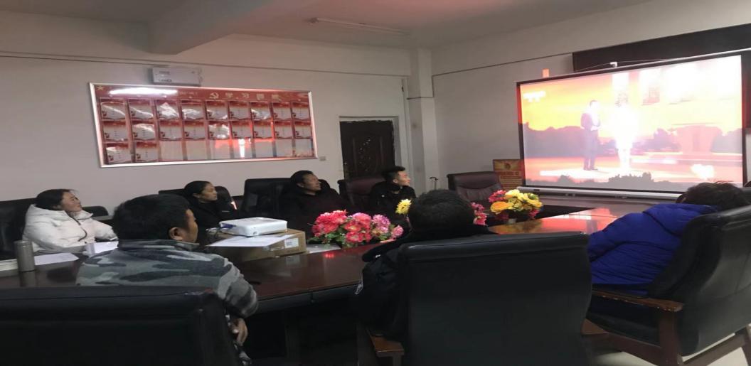阿多乡党委组织党员干部集中收看《榜样3》